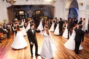 A iniciação feminina e o baile de debutante.